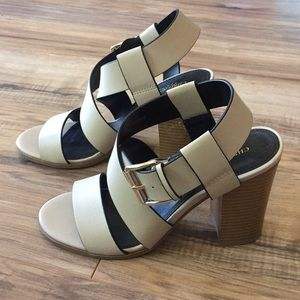 Strappy sandals with chunky heel.